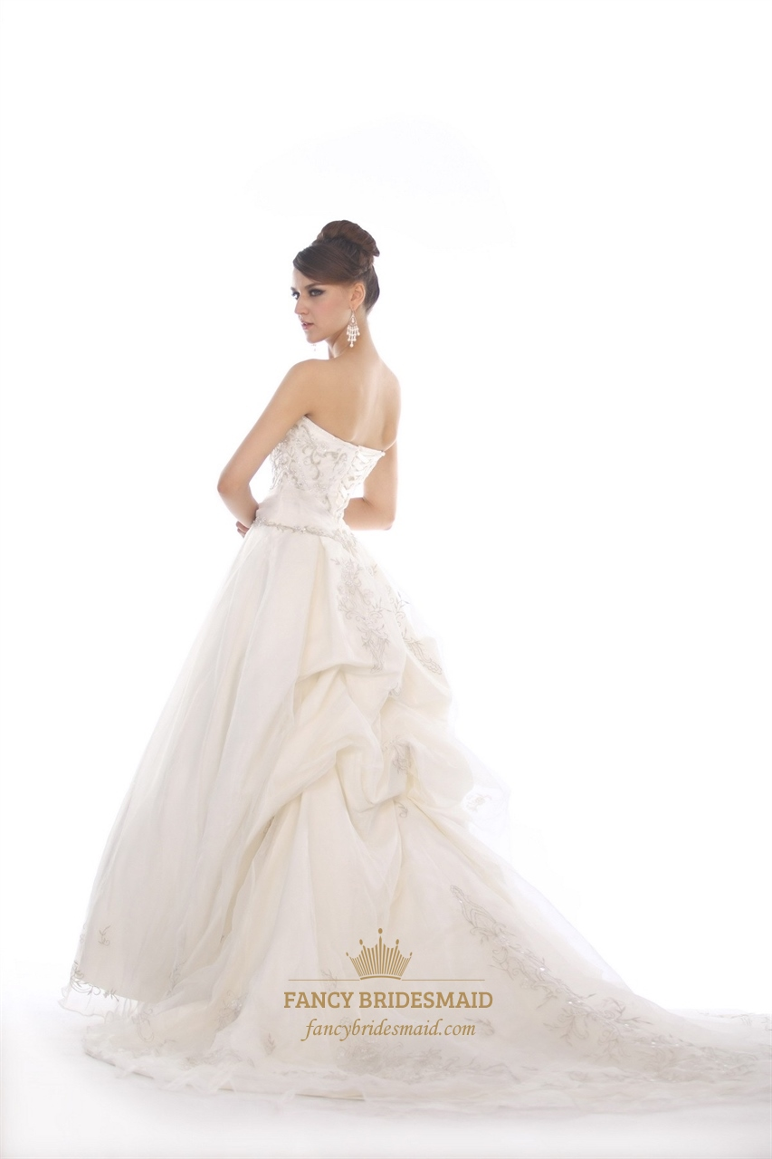Ivory sweetheart strapless organza beaded wedding dress