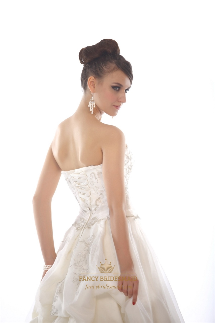 Ivory sweetheart strapless organza beaded wedding dress for Sweetheart halter wedding dress