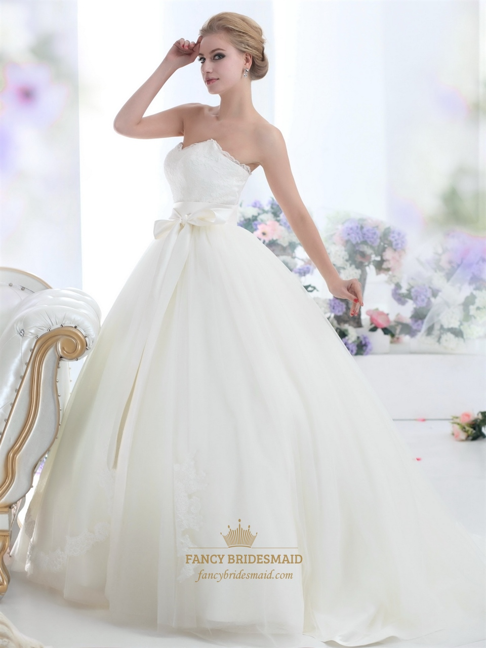 Ivory lace bodice sweetheart ball gown tulle wedding dress for Big tulle ball gown wedding dress