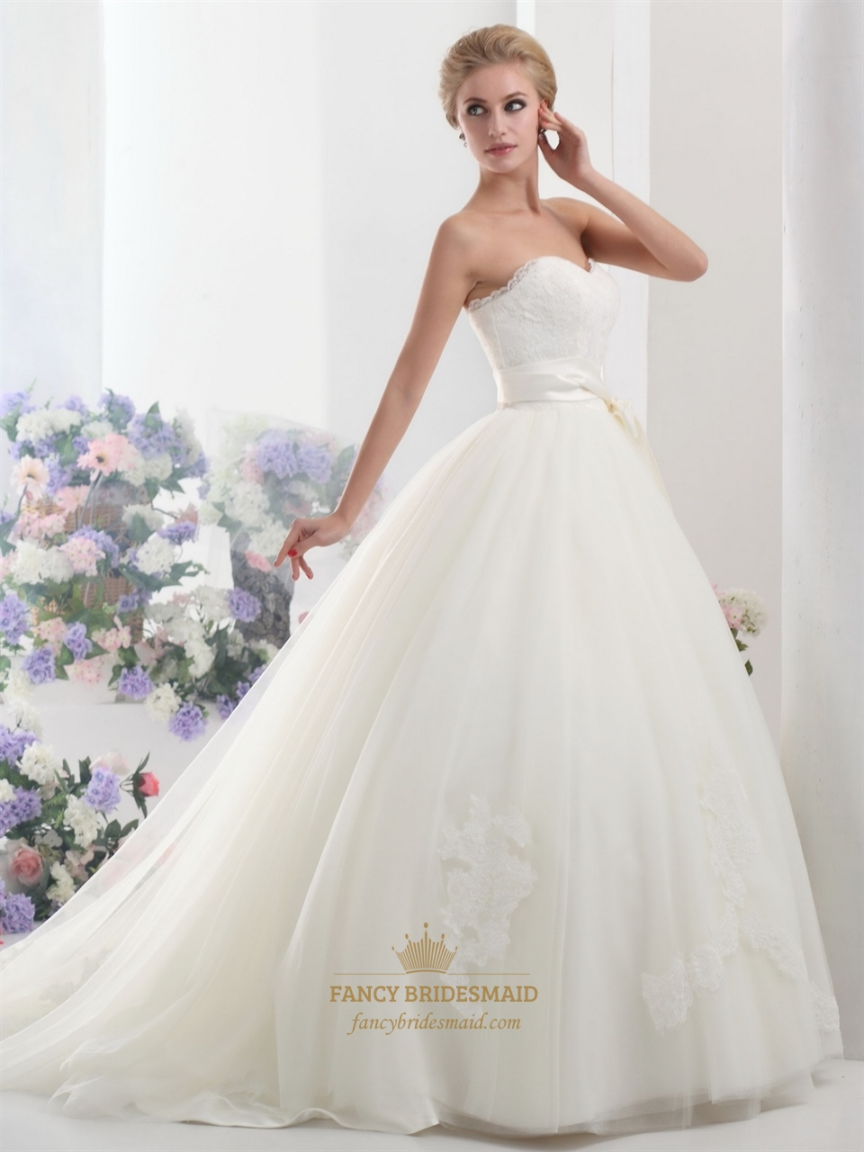 Ivory lace bodice sweetheart ball gown tulle wedding dress for Ball gown tulle wedding dress