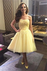 Knee-Length Banana Yellow Strapless Lace And Tulle Homecoming Dress