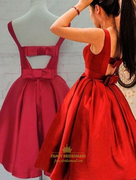 Red Bateau Neckline Keyhole Back Pleated Short Dress With Bow In Back