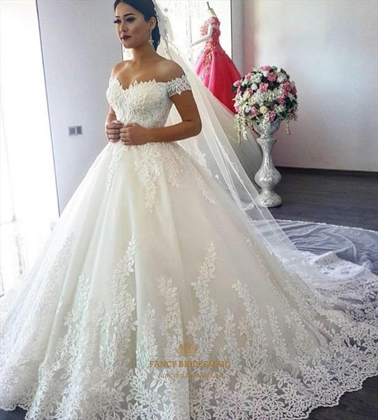 Off The Shoulder Tulle Ball Gown Wedding Dress With Cape And Applique