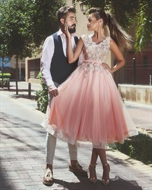 V Neck Tulle Tea Length Homecoming Dresses With Floral Appliques